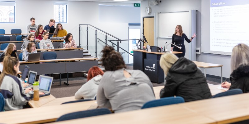 Dr Suzanne Young publishes research into preferred methods of lecture delivery