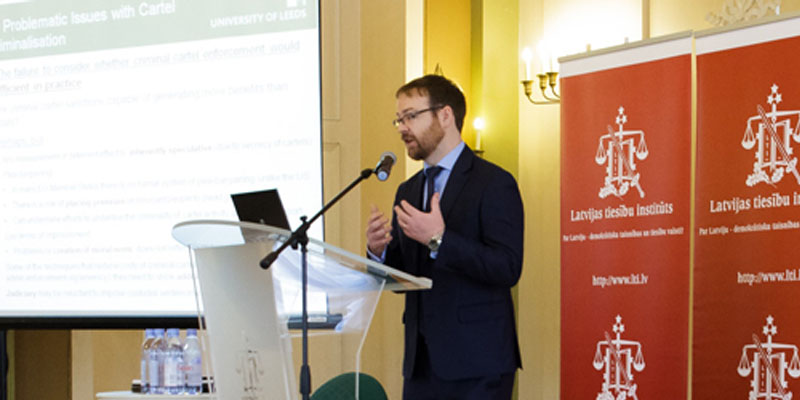 Professor Peter Whelan delivers a guest lecture at the Latvian Law Institute